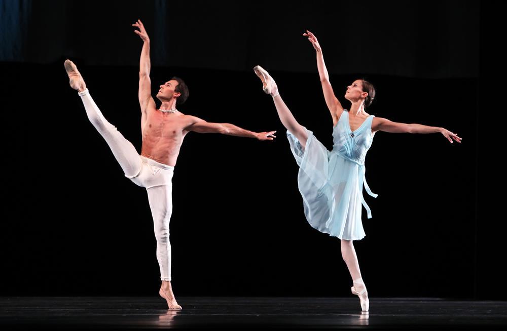荷兰芭蕾舞团携《大师颂》致敬曼伦