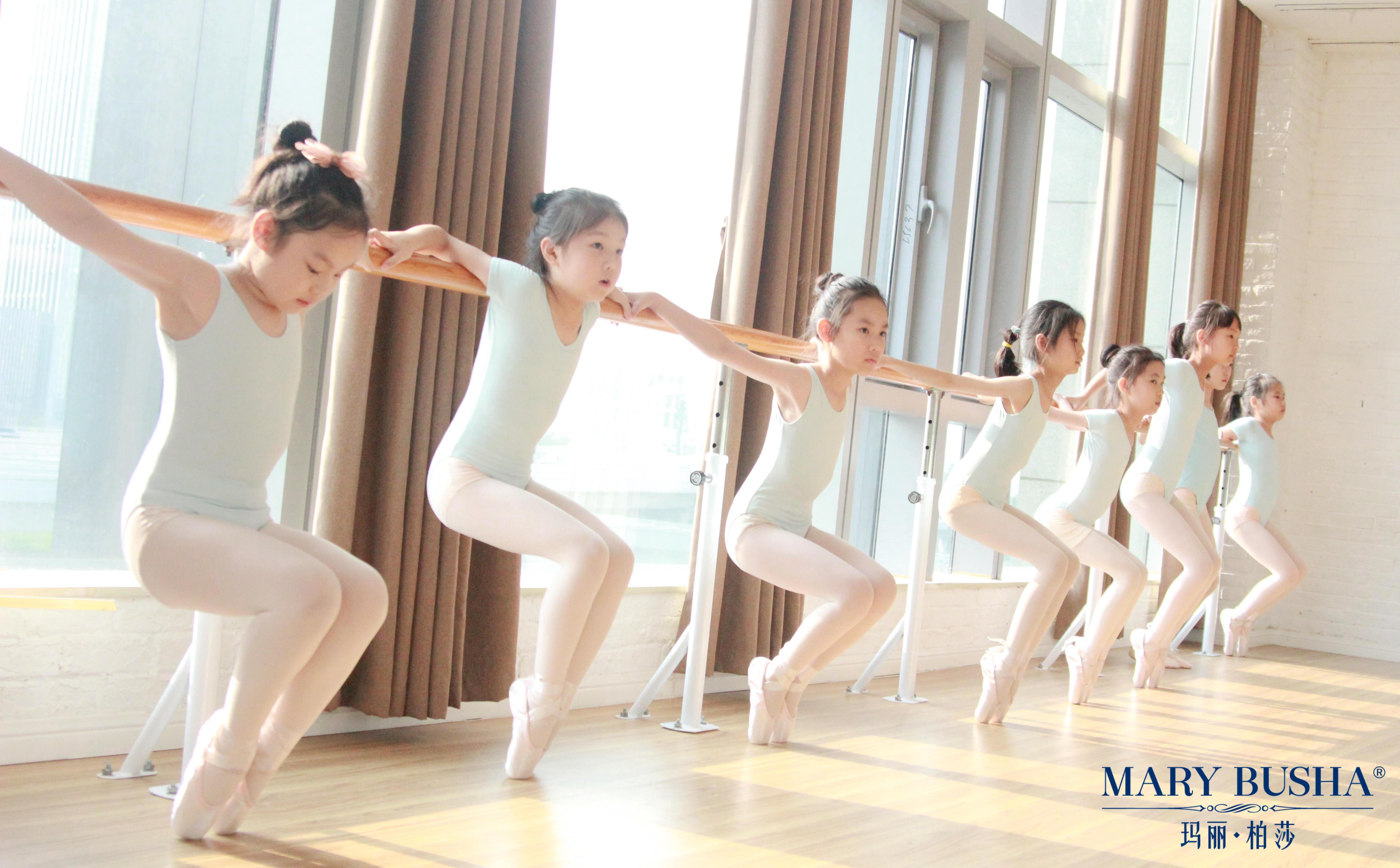 芭蕾培训时把杆训练应注意哪些问题